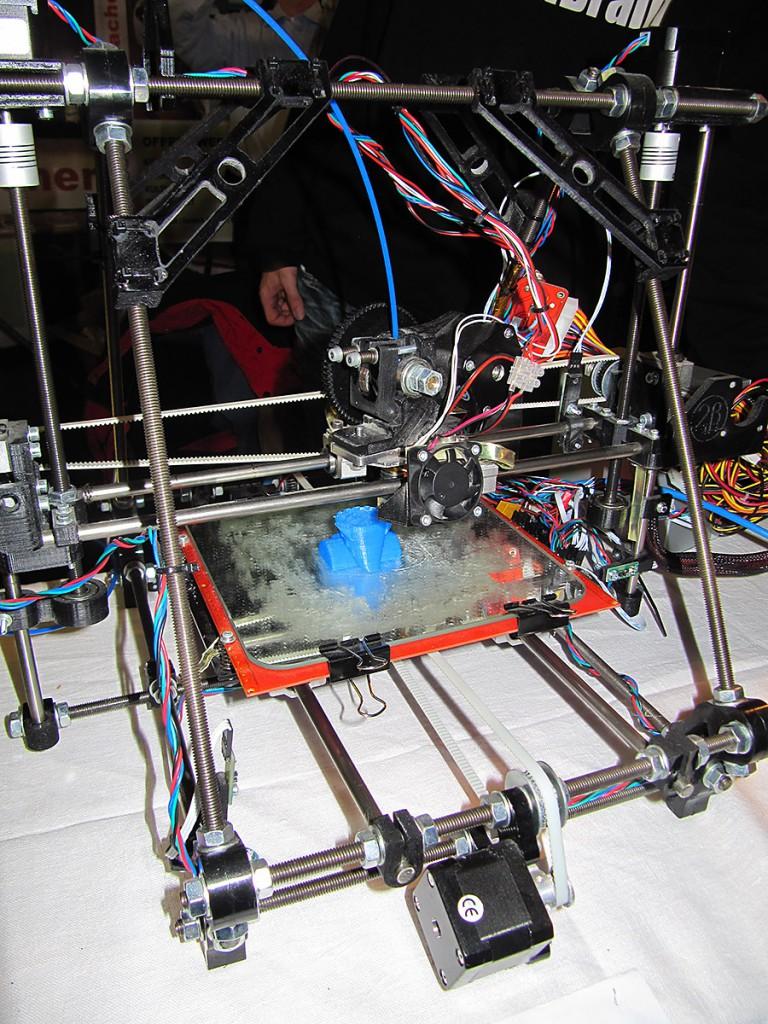 Ein 3D-Drucker bei der Arbeit