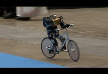 Roboter auf dem Fahrrad