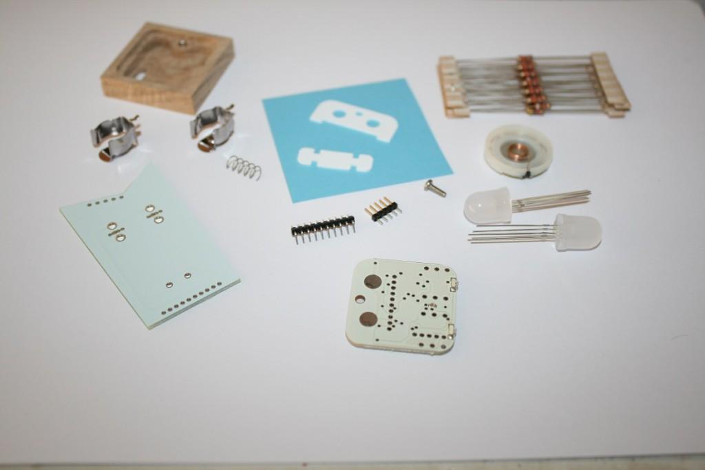 Die Einzelteile des Little Robot Friend.