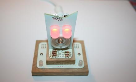 Montierter Little Robot Friend