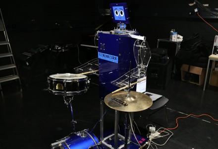 Ein Roboter bestimmt den Rhythmus