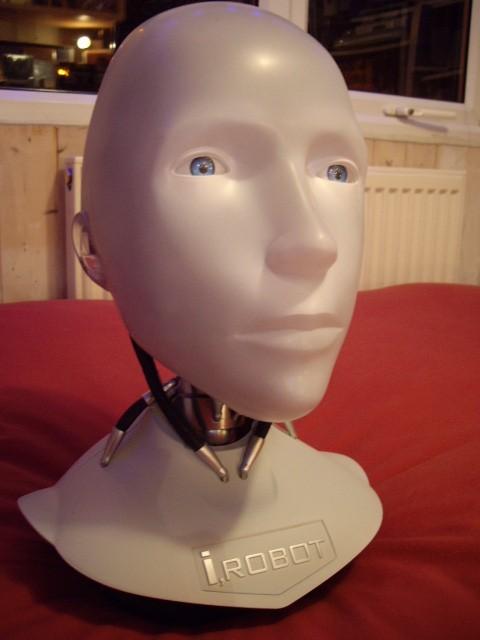 "Kopf eines Roboters aus dem Film ""I, Robot"""