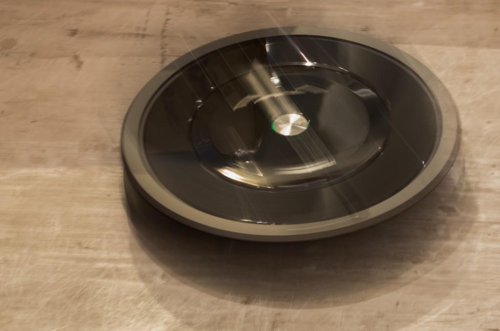 Der Roomba 880 beim Sauegn