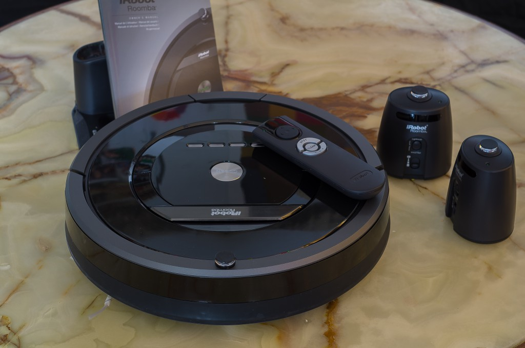 Der Roomba 880 mit Zubehör