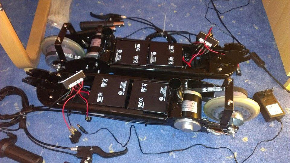 Ausgebaute Rollen und Motoren von Elektrorollern.