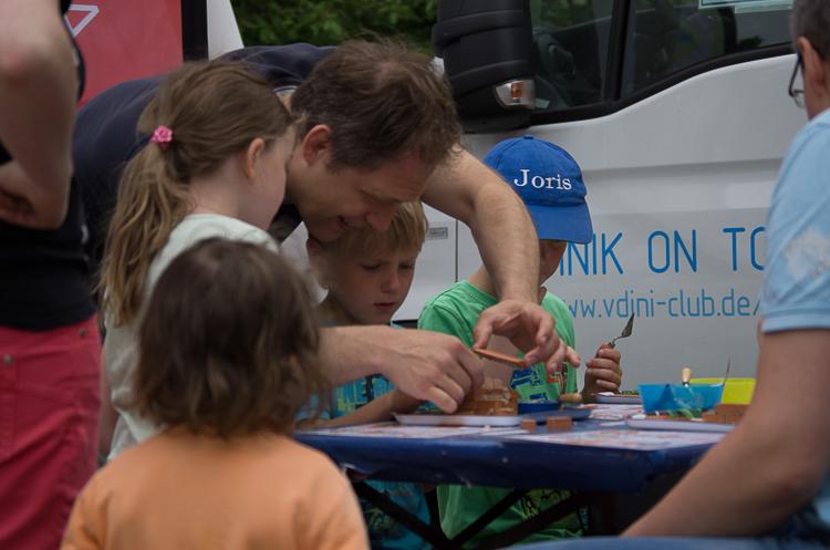 Hilfe zur Selbsthilfe: Kinder lernen auf der Maker Faire, selbst kreativ tätig zu werden.