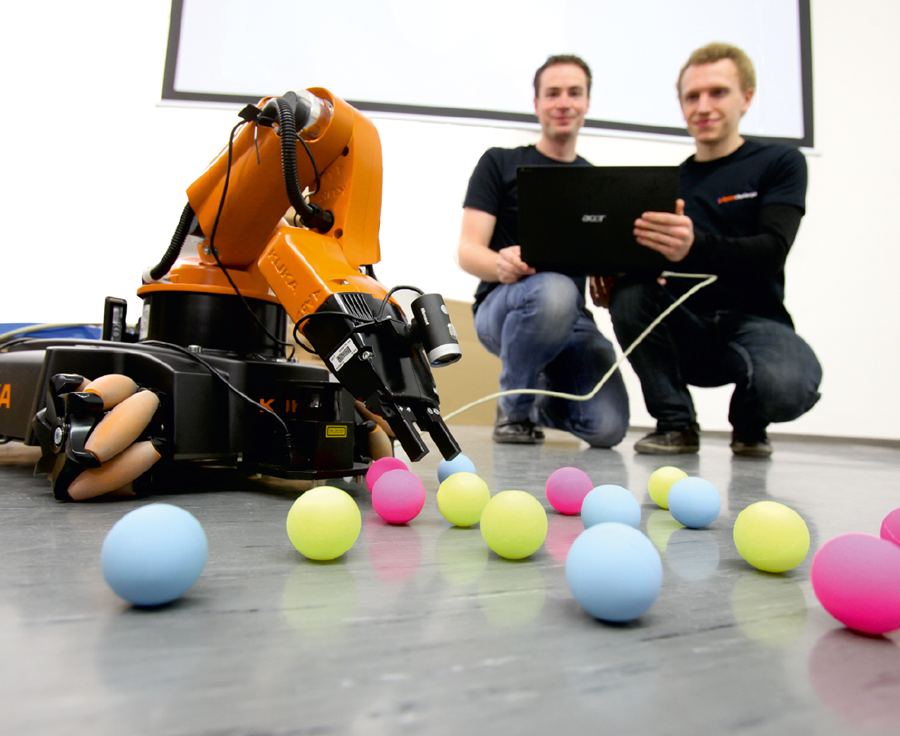 Bild zur Veranschaulichung der Lehre und RobotChallenge