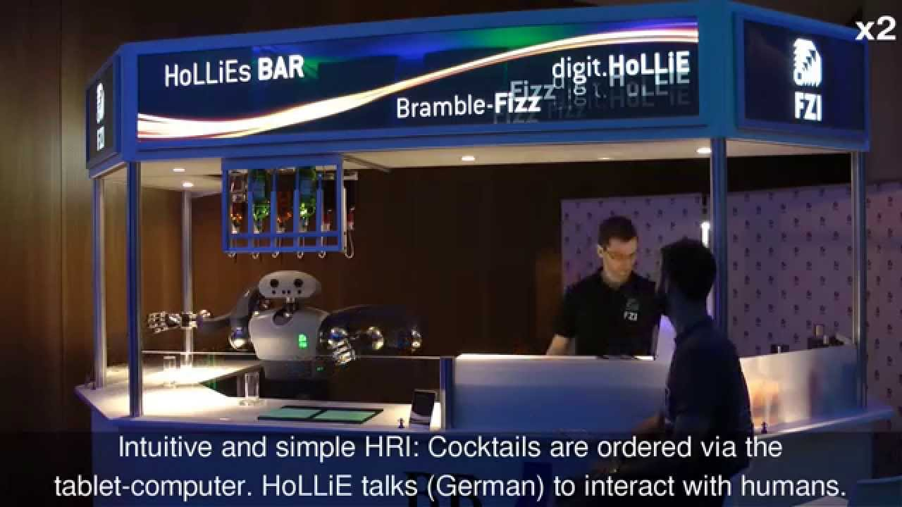 Cocktail-Roboter HoLLiE mixt in Berlin