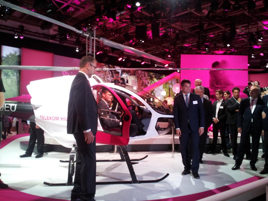 Michael Müller im Telekom-Hubschrauber