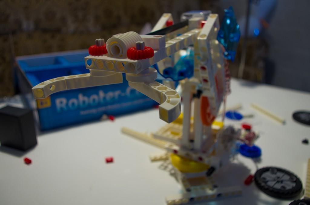 Selbst ein dreiachsiger Roboterarm ist mit dem Bauskasten möglich