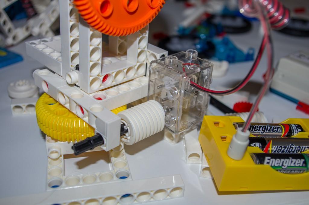 Die von den Motoren angetrieben Zahnräder sorgen für das nötige Drehmoment.
