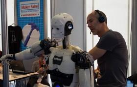 Gael Langevin und sein Projekt - der humanoide Roboter InMoov.